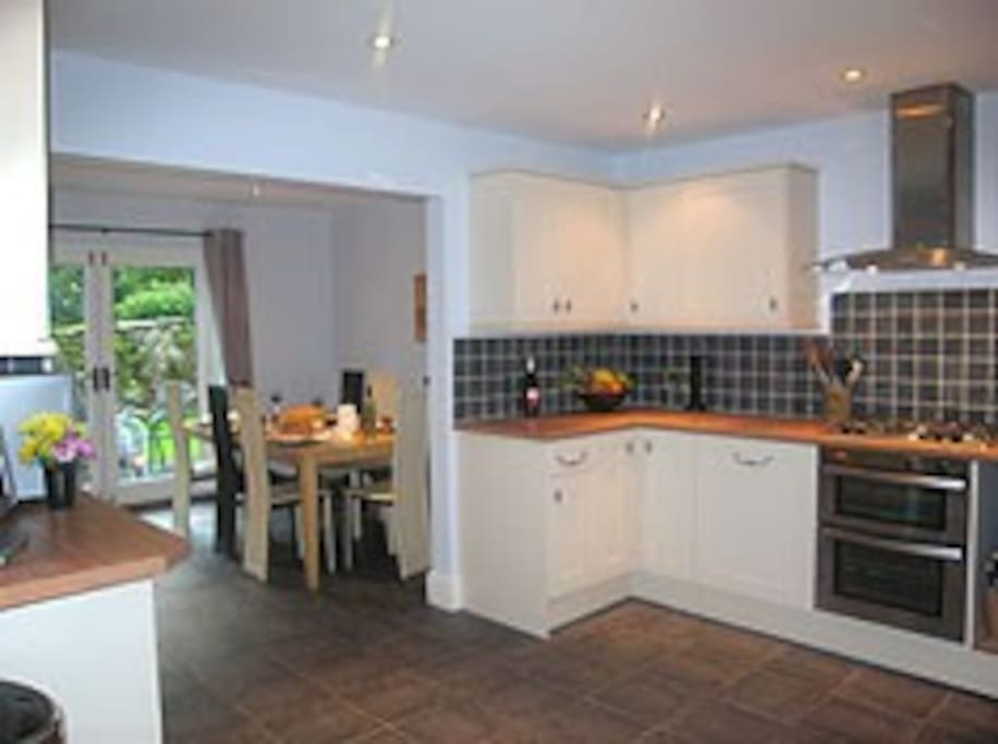 Large kitchen-breakfast room