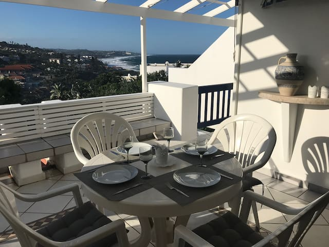 Cosy home, sea view, pool, private access to beach