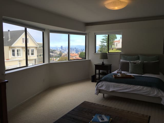 Private bedroom/bathroom in Twin Peaks with views! - San Francisco - House