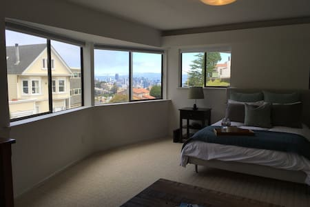 Private bedroom/bathroom in Twin Peaks with views! - San Francisco - Haus