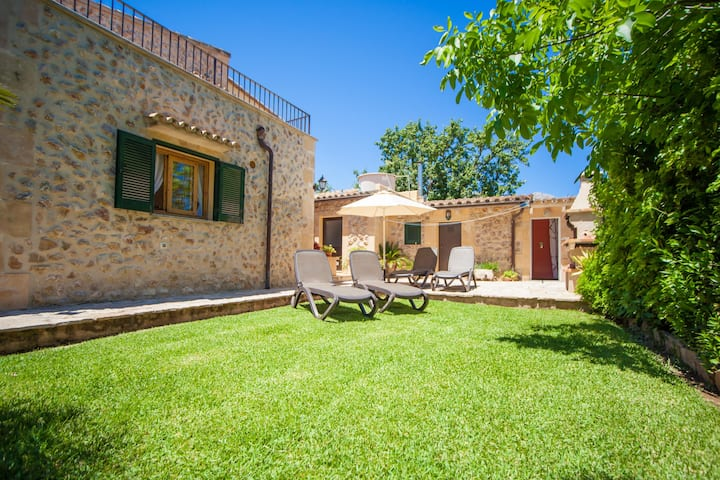 CAN BOI DEN CIFRE - Chalet with private garden in Pollensa. Free WiFi