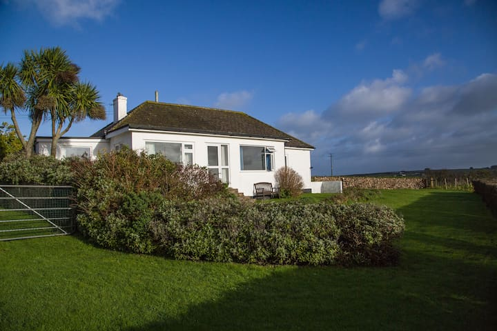 Holiday Home with Stunning views. Walk to beach