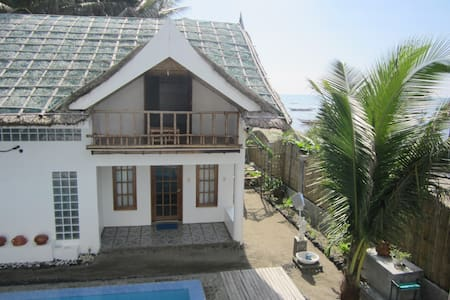 Villa by the Beach (Cabin Pusit) - Donsol - 小木屋