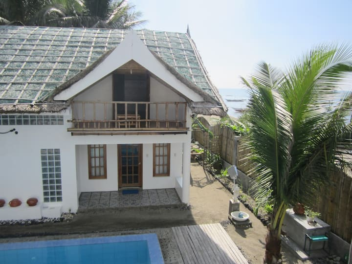 Villa by the Beach (Cabin Pusit)