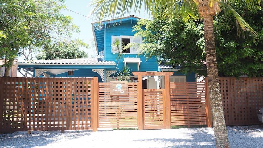 Quarto coletivo na casinha azul