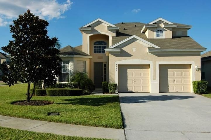 5 Bdrm Luxury Vacation Home; 1 mile to Disney!