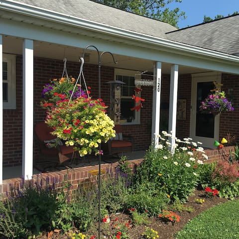 Knotty Pine Guesthouse in beautiful Amish country! - Akron - Hus