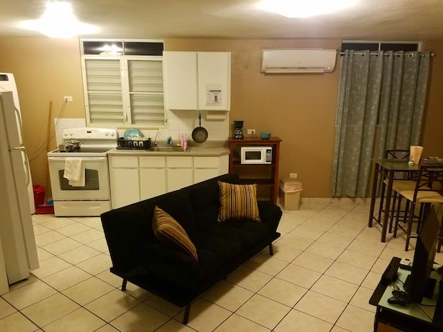 Private apt, wash/dryer, a/c, hot water, 2 parking
