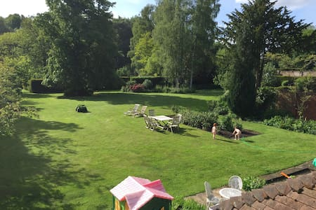 Family country home 1hr from London - Ellisfield - Talo