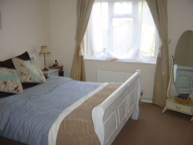 Cosy Bungalow Near Beach and Countryside - Hythe - Bungalou