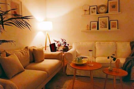 秦岭山脚,长安区豆蔻镇,120平超大阳光房,独立两室两厅大卧室,大书房。日式简约风,设施齐全。