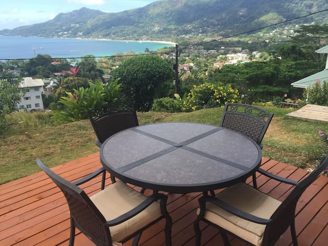 Beautiful Spacious Studio on Mahe - Beau Vallon - Apartment