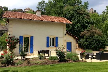 Jolie maison en bordure de rivière