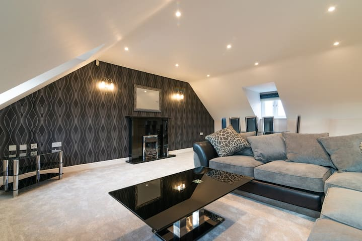Amazing 3 Bed Penthouse Apartment In Macclesfield