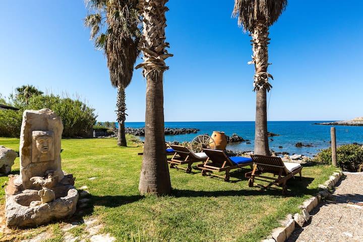 Villa Proto Helidoni - A cozy beachfront  Villa