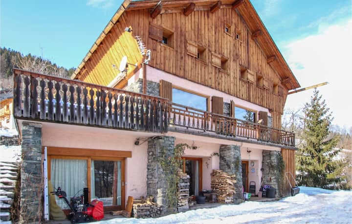 Amazing home in Meribel with WiFi and 4 Bedrooms