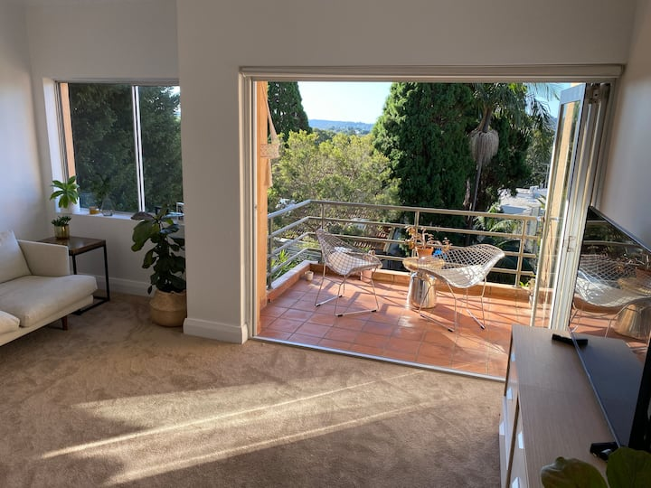 Queen bedroom. 5min walking distance from Bondi.