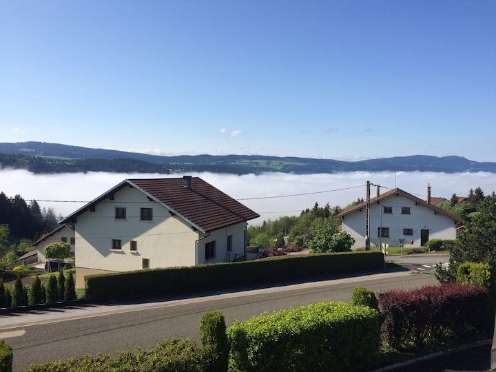 Logement indépendant avec terrasse vue sur Morteau