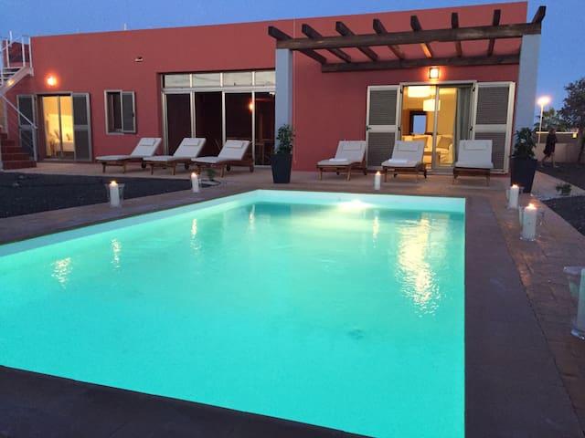 Deluxe Villa paradise, Private Pool & Garden, WIFI - Antiga - Casa de camp