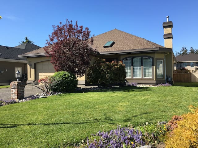 excellent single house in South Surrey!