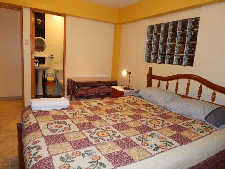 """Guest House / Casa Hospedaje """"Mama Sarita"""""""