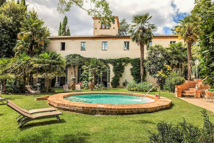 Beautiful apartment in villa with A/C, WIFI, pool, TV and parking, close to Montepulciano