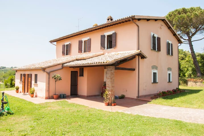 "Splendido B&B ""Le Corone"" - Civitella D'Agliano - Hus"