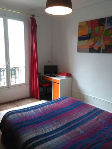 Nice Bedroom is Paris' 15th Arrondissement
