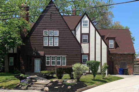 Charming 2BR home near Cleve Clinic/Shaker Square