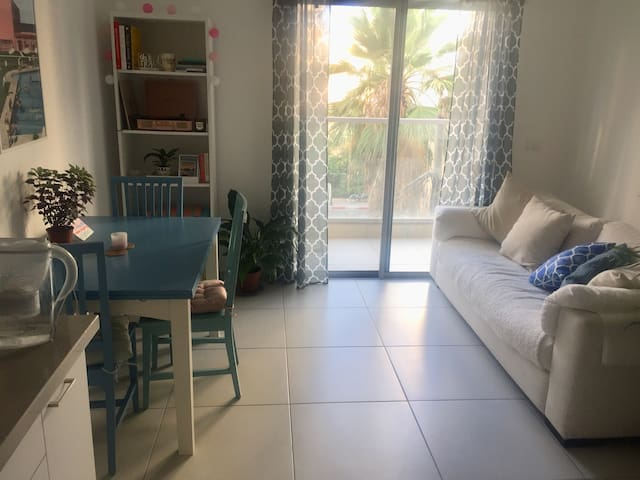 Relaxing room in sparkling clean flat, central TLV
