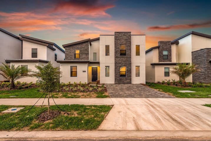Be the First Ones! 9BD/5BA at Storey Lake!