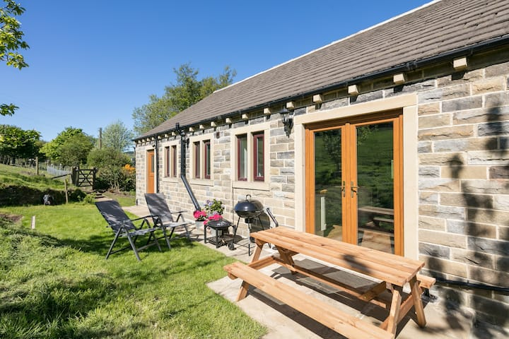 BRAND NEW BARN CONVERSION WITH PRIVATE HOT TUB
