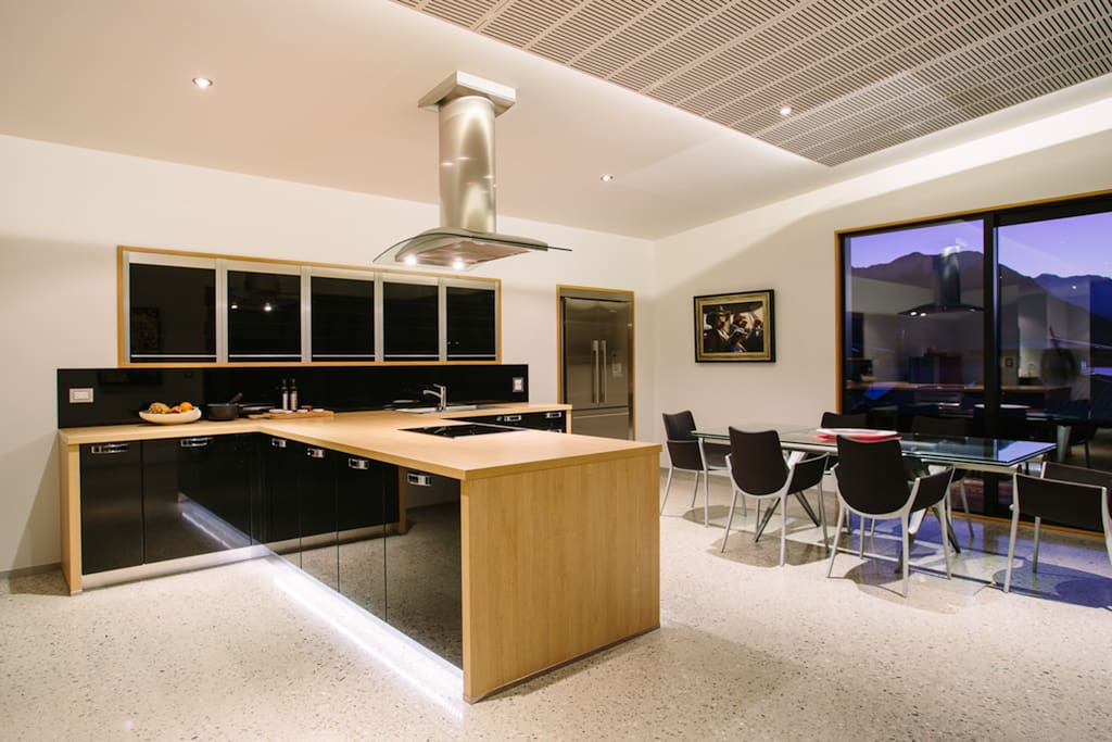 Modern well appointed kitchen.
