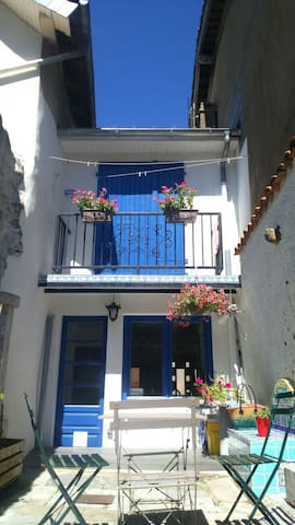 Maison au pied des montagnes - Arudy