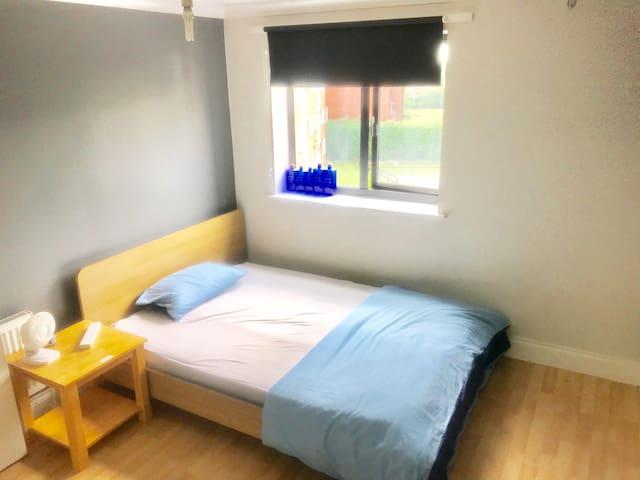 Homely Room nearHatton Cross tube/Heatrow T5/T4