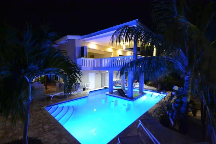 Fijne, knusse studio bij beleef Curaçao app.