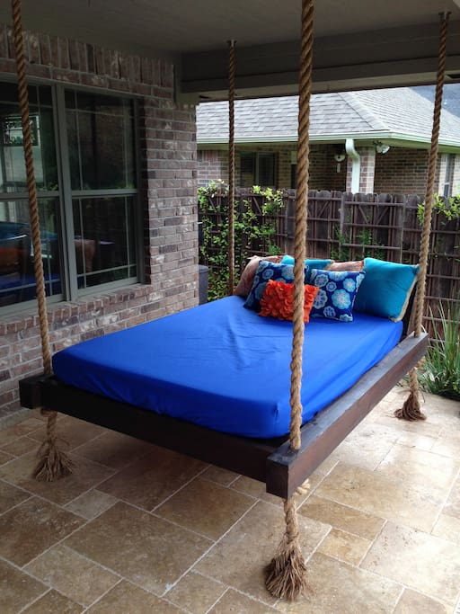 Full size swing bed