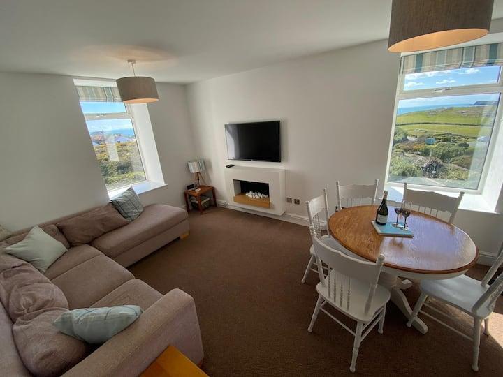 Tudor Apartment (Panoramic Sea Views)