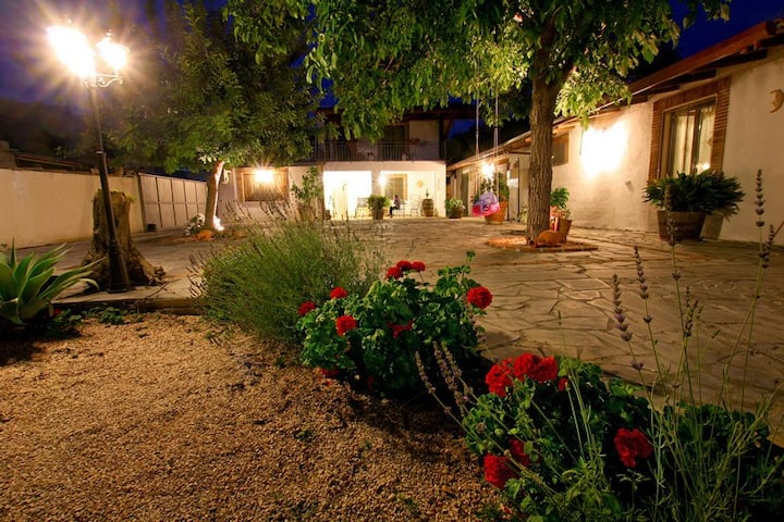 Coutry side apartment close to Taormina rosa
