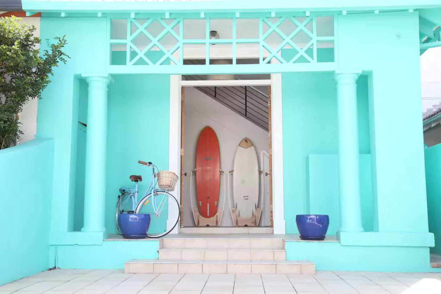 A bright entrance & very Bondi.