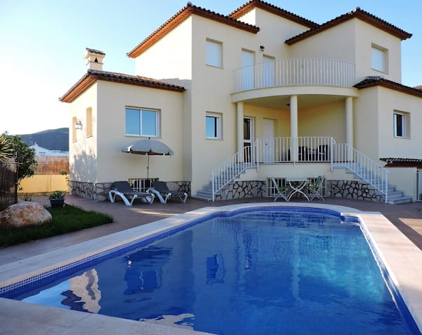 Villa with swimmingpool is fiesta