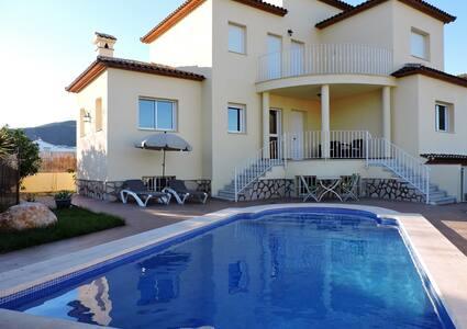 Villa with swimmingpool is fiesta