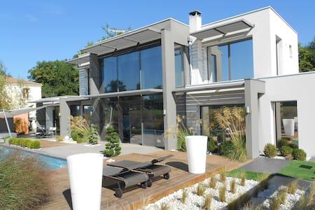 superbe villa d'archi bordeaux ; 35mn Vinexpo - Léognan - วิลล่า