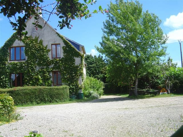 Sleeps 14 with pool 2 min from sea - Plestin-les-Grèves - Huis