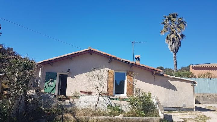 Jolie petite maison dans la campagne marseillaise