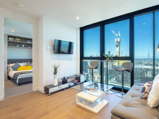 CBD Skyhigh Designer Apt With Spectacular View