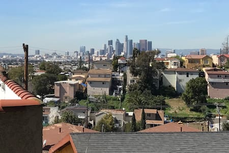 2 bedroom house on a hill (views!) close to DTLA - Los Angeles - House