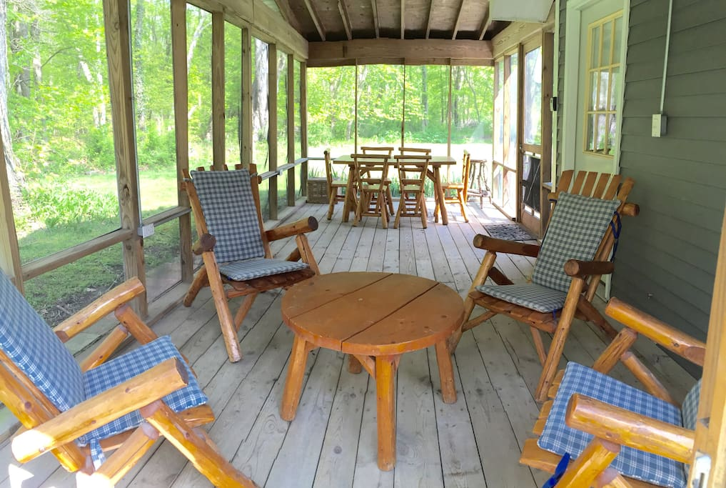 Large screened in porch with eating area
