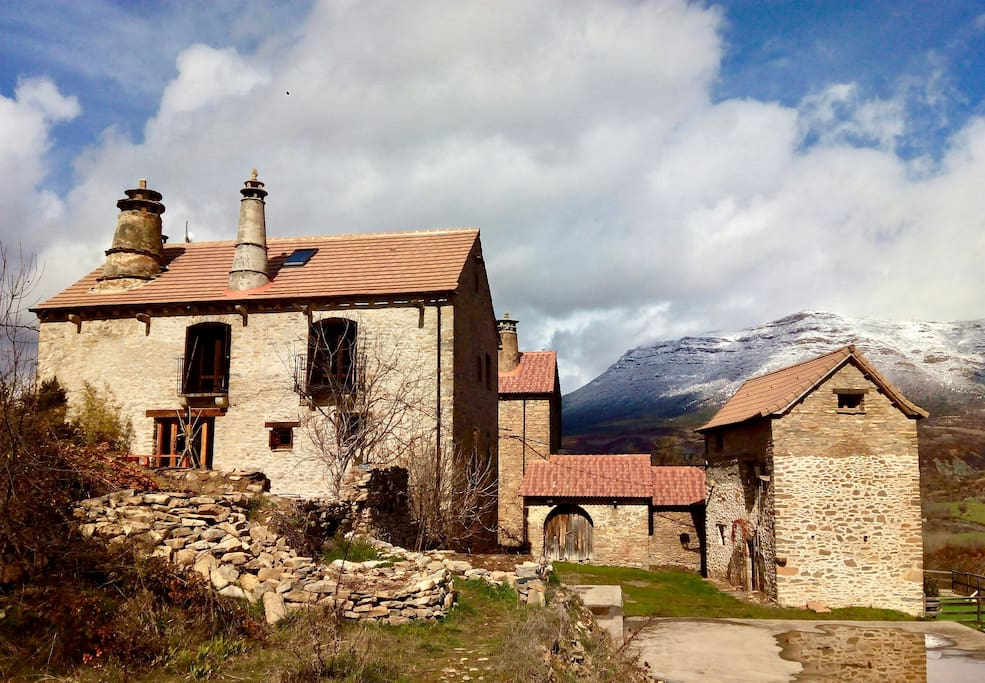 Casa Vera in the stone village of Allue