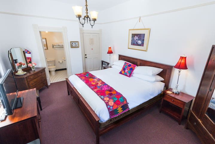 large king bed room #1